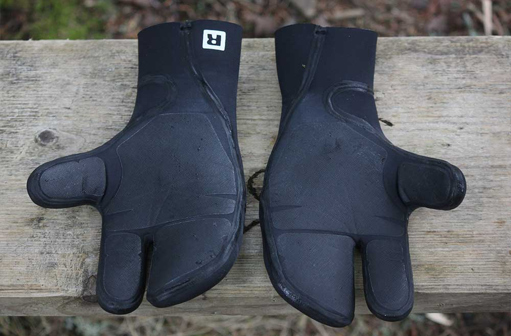 patagonia-r5-wetsuit-lobster-mit-gloves-review-3